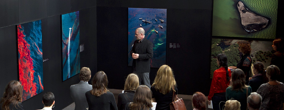 Daniel Beltrá gives an artist talk at the Roca Gallery, Madrid, November 2011.